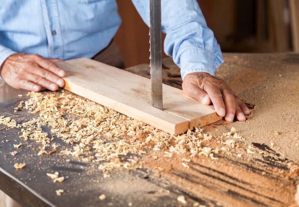 How to Cut a Straight Line With a Bandsaw