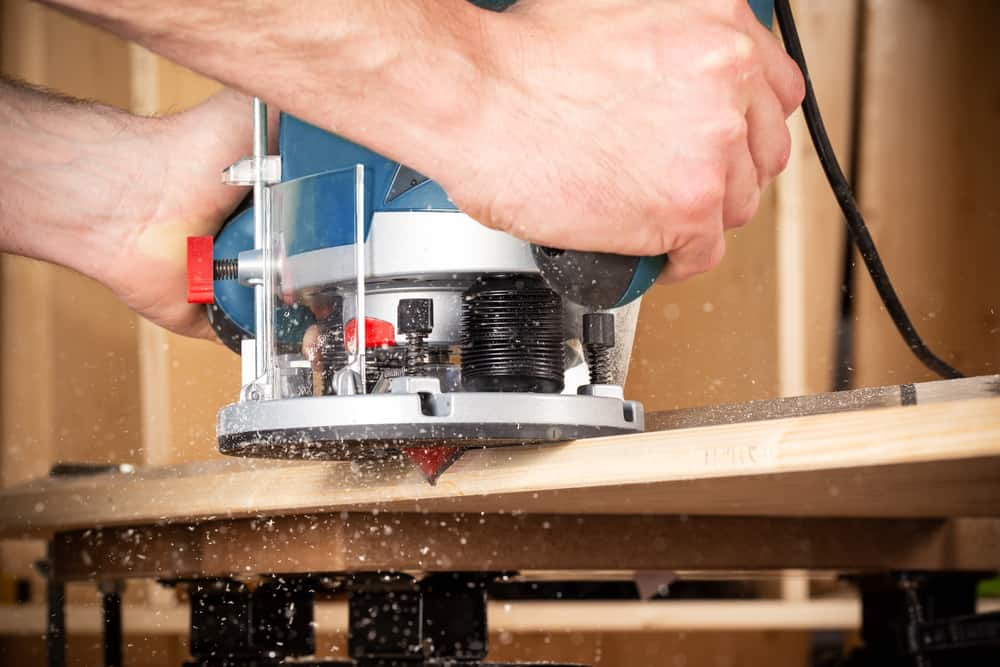 Which Is Better - A Fixed Base Router vs. A Plunge Base Router