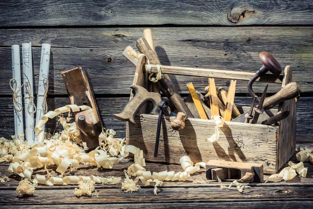 What Tools Does A Beginner Woodworker Need